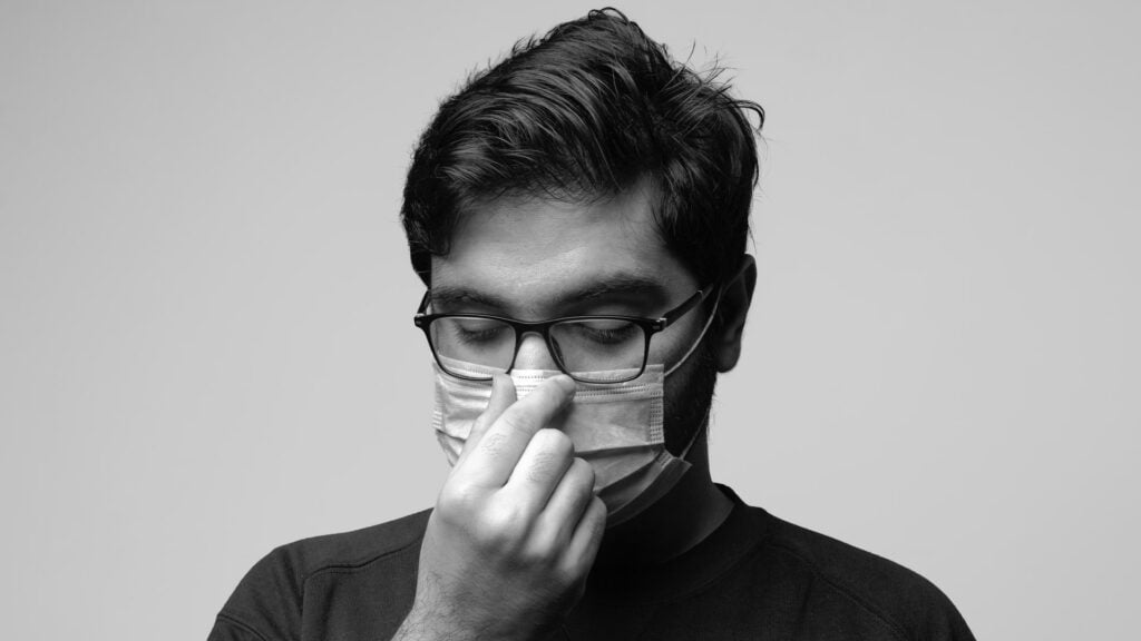 How To Keep Glasses From Fogging Up With a Mask